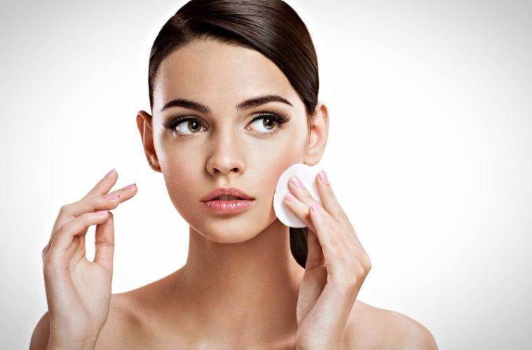 Очищение - начальный и обязательный этап созданию стойкого макияжа