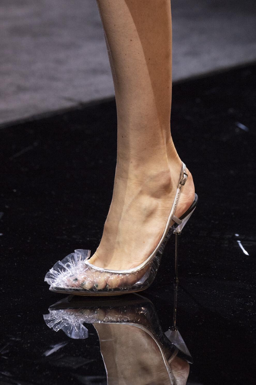 Самая нелепая обувь, от которой нужно избавиться: Пластиковая