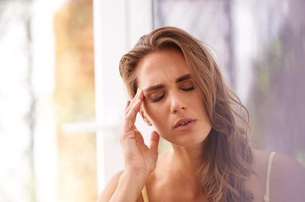 Головные боли при месячных: почему возникают и что делать?
