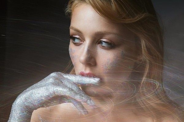 Тина Кароль появилась в прозрачном платье в новом клипе