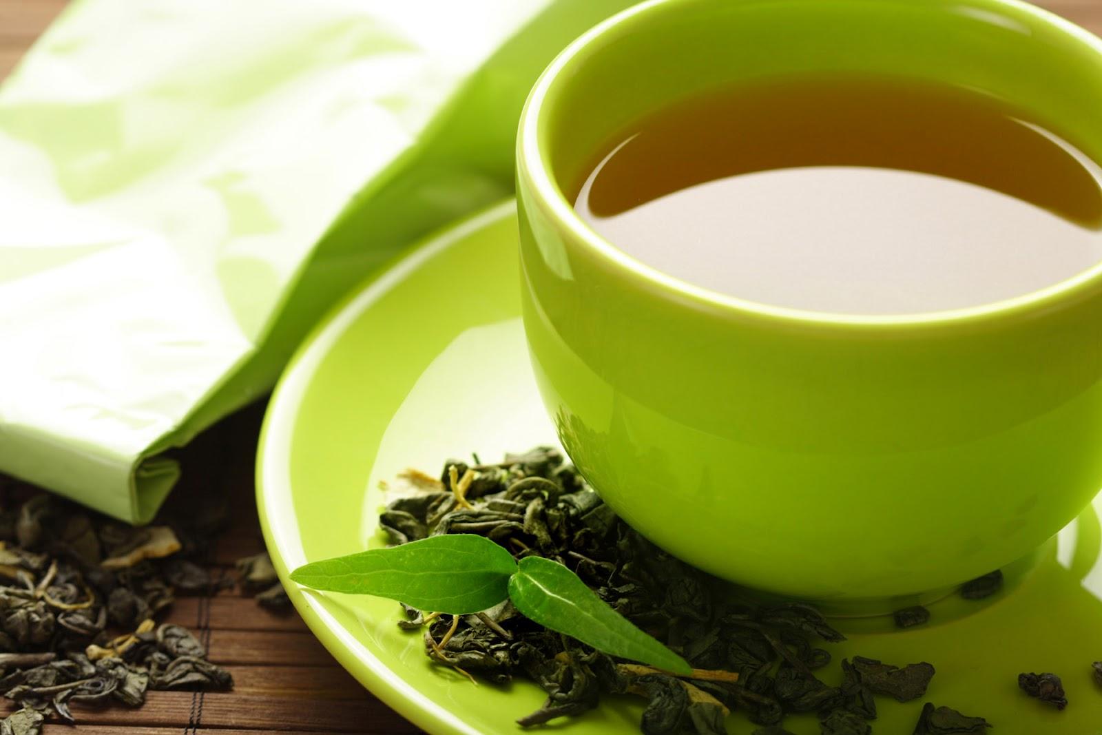 Зеленый чай - буквально жидкий антиоксидант, благодаря которому можно получить обновленную кожу