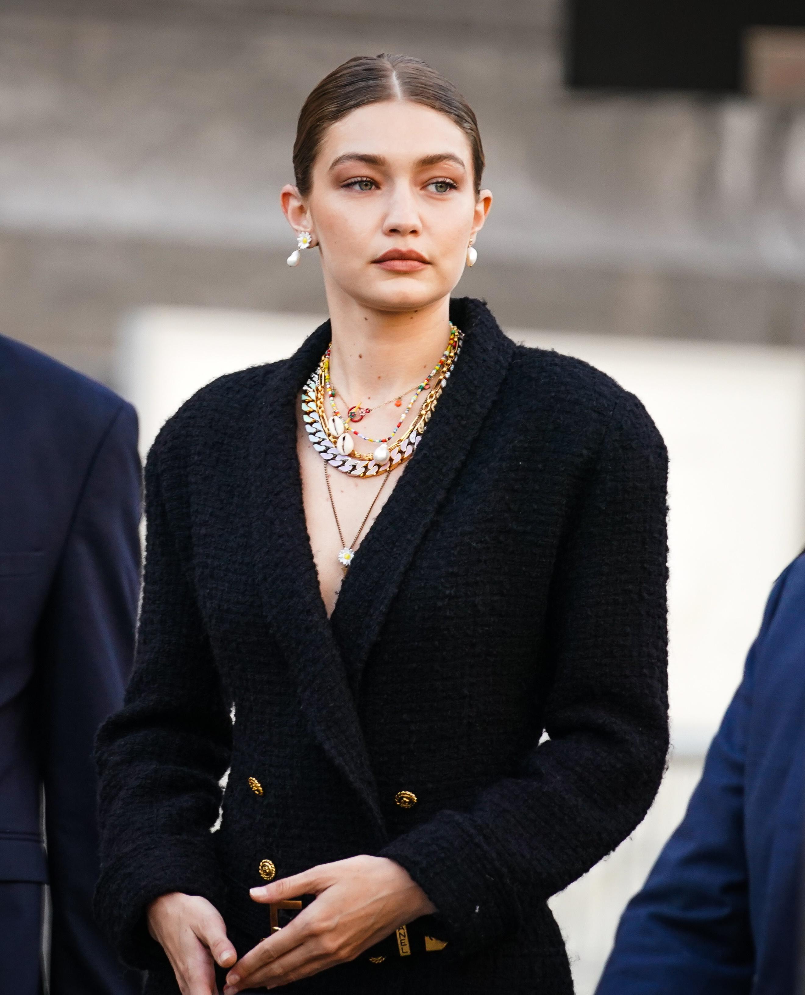 Модные забытые тенденции, которые вернулись в 2020 году: Микс золота и серебра