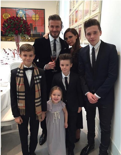 Виктория и Дэвид Бэкхемы вместе со своими детьми