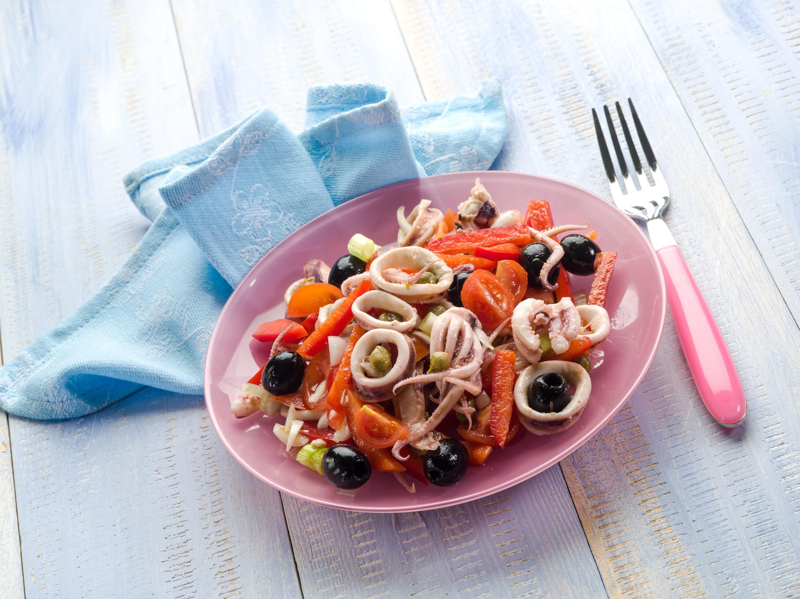салат из кальмаров перца помидоров рецепт