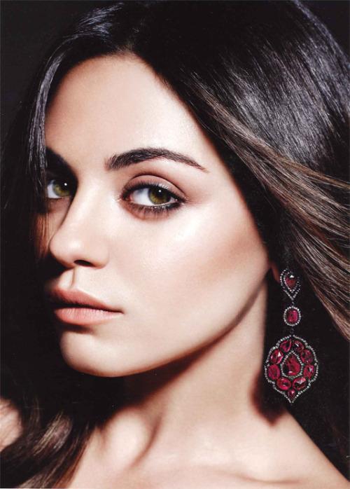 Актриса Мила Кунис призналась в любви к рубинам в новой рекламной кампании Gemfields