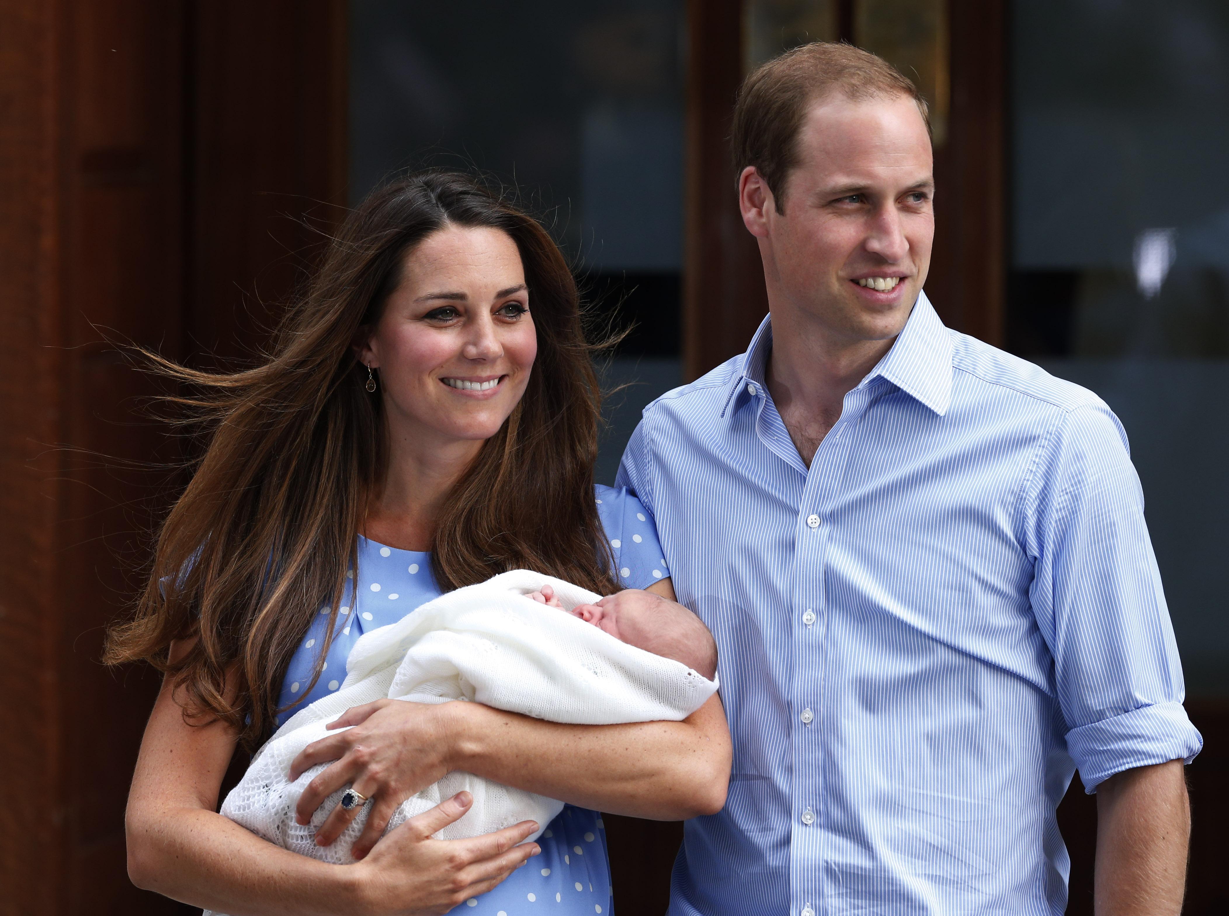 Кейт позировала перед сотнями камер на следующий день после родов