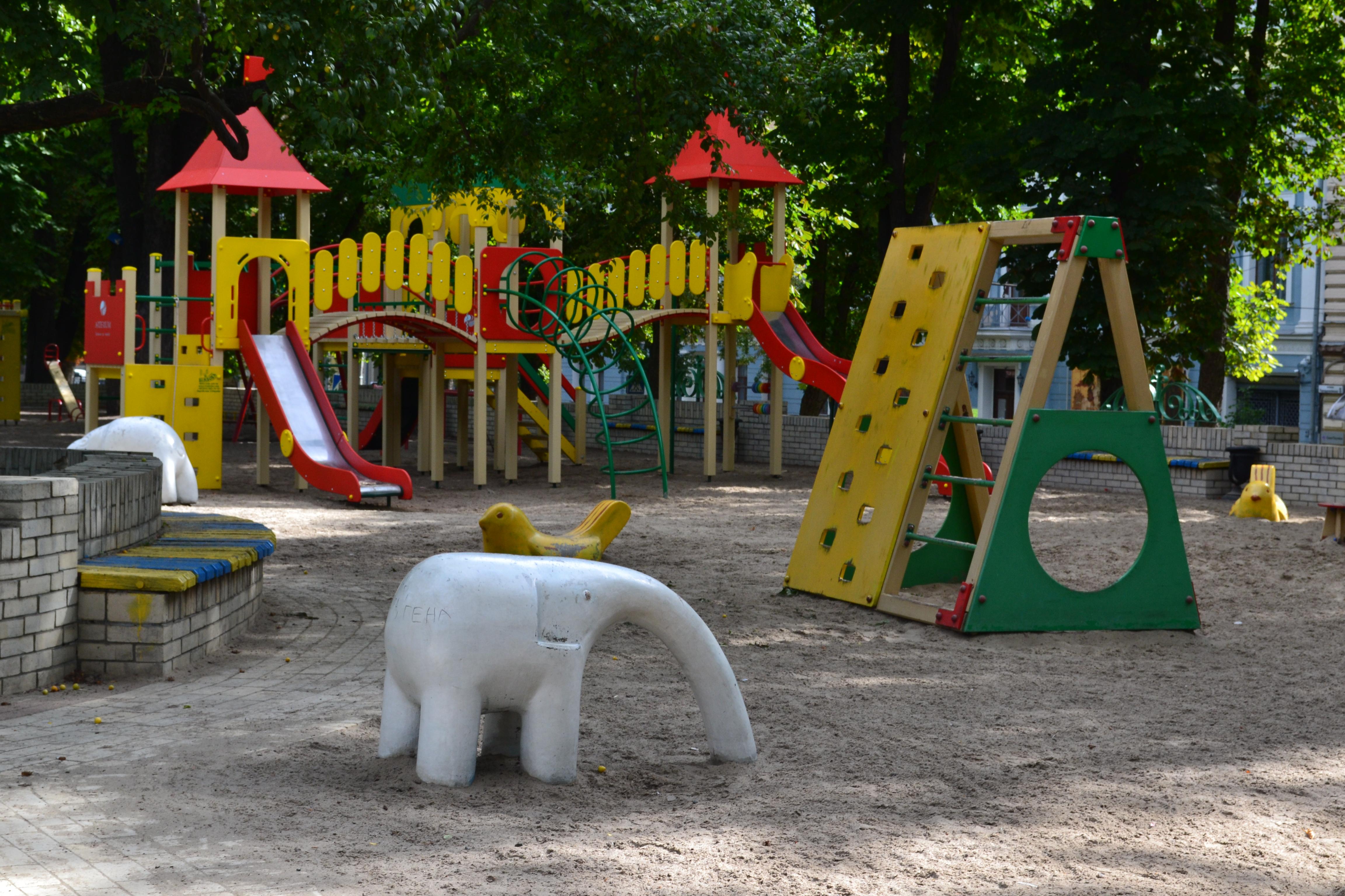 куда пойти с детьми киев, Площадка в сквере на Михайловской площади
