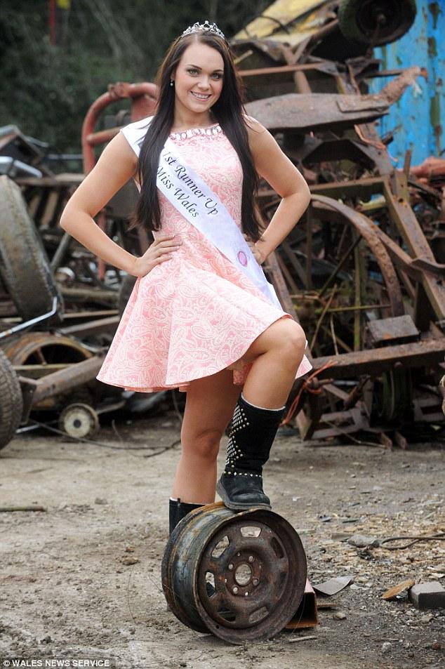 Девушка-дворник собирается выиграть корону Мисс Вселенная 2015
