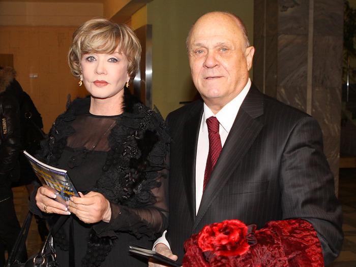 Актриса Вера Алентова и ее муж, актер и режиссер Владимир Меньшов, на церемонии Золотой орел