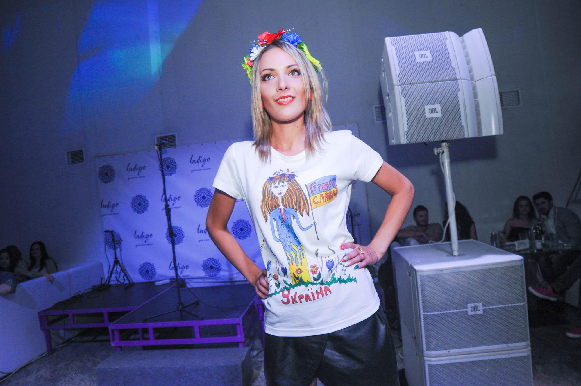 Дизайнеры представили на вечеринке National Ya-майка Party одежду с патриотическими принтами