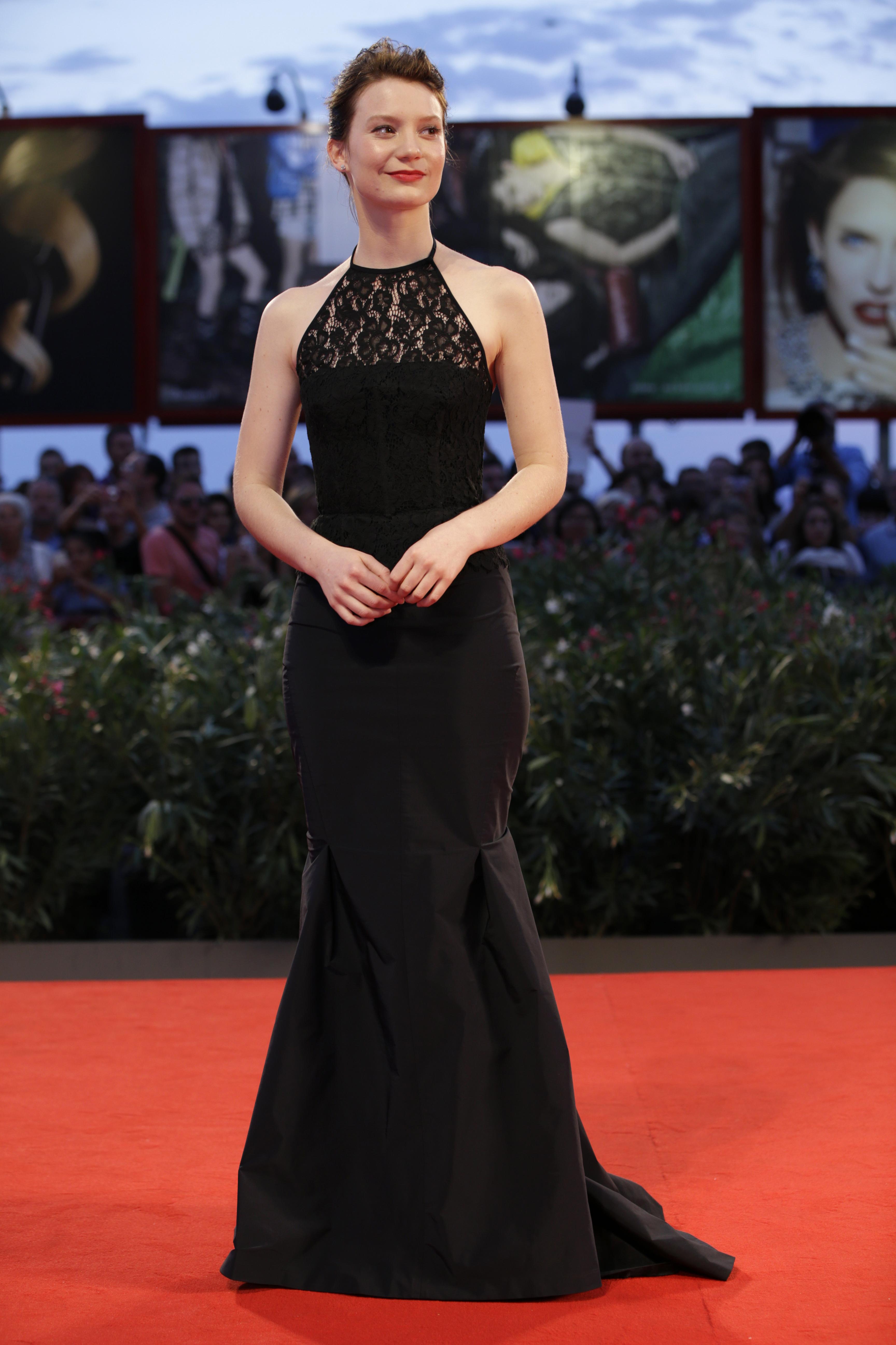 Актриса Миа Васиковска в платье Nina Ricci