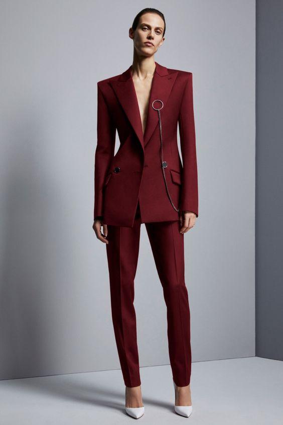 Трендовая модель - приталенный пиджак