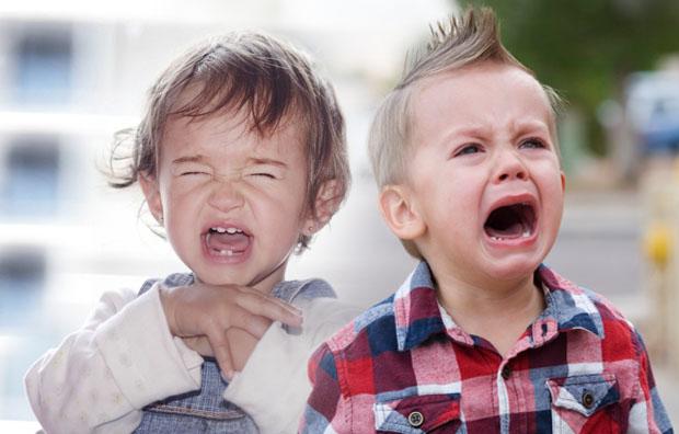 Иногда капризы ребенка вызваны не вредностью характера, а недостатком внимания со стороны близких
