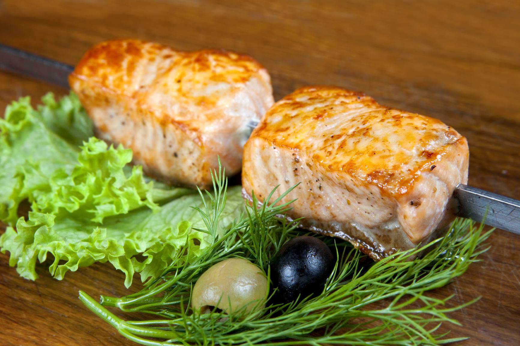рецепты салатов из отварной семги