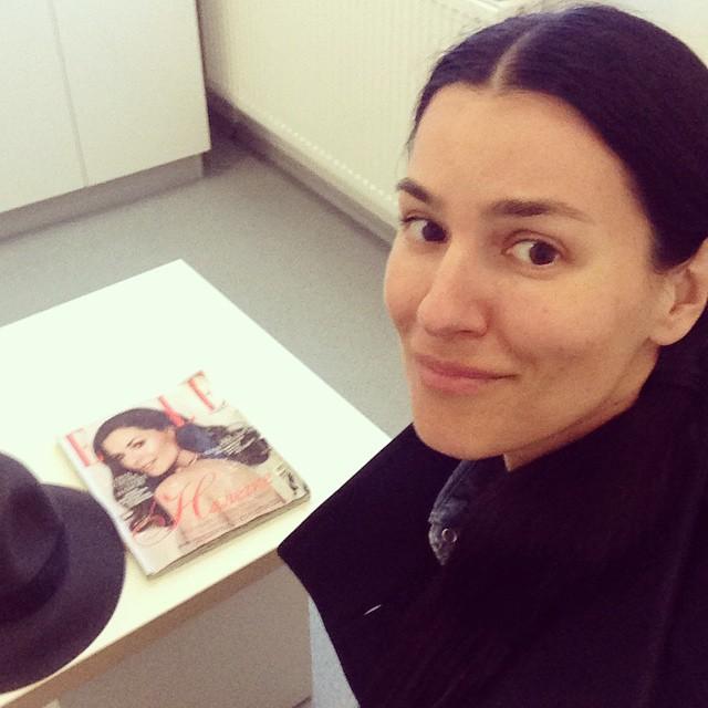 Телеведущая Маша Ефросинина отказалась от макияжа ради визита к врачу