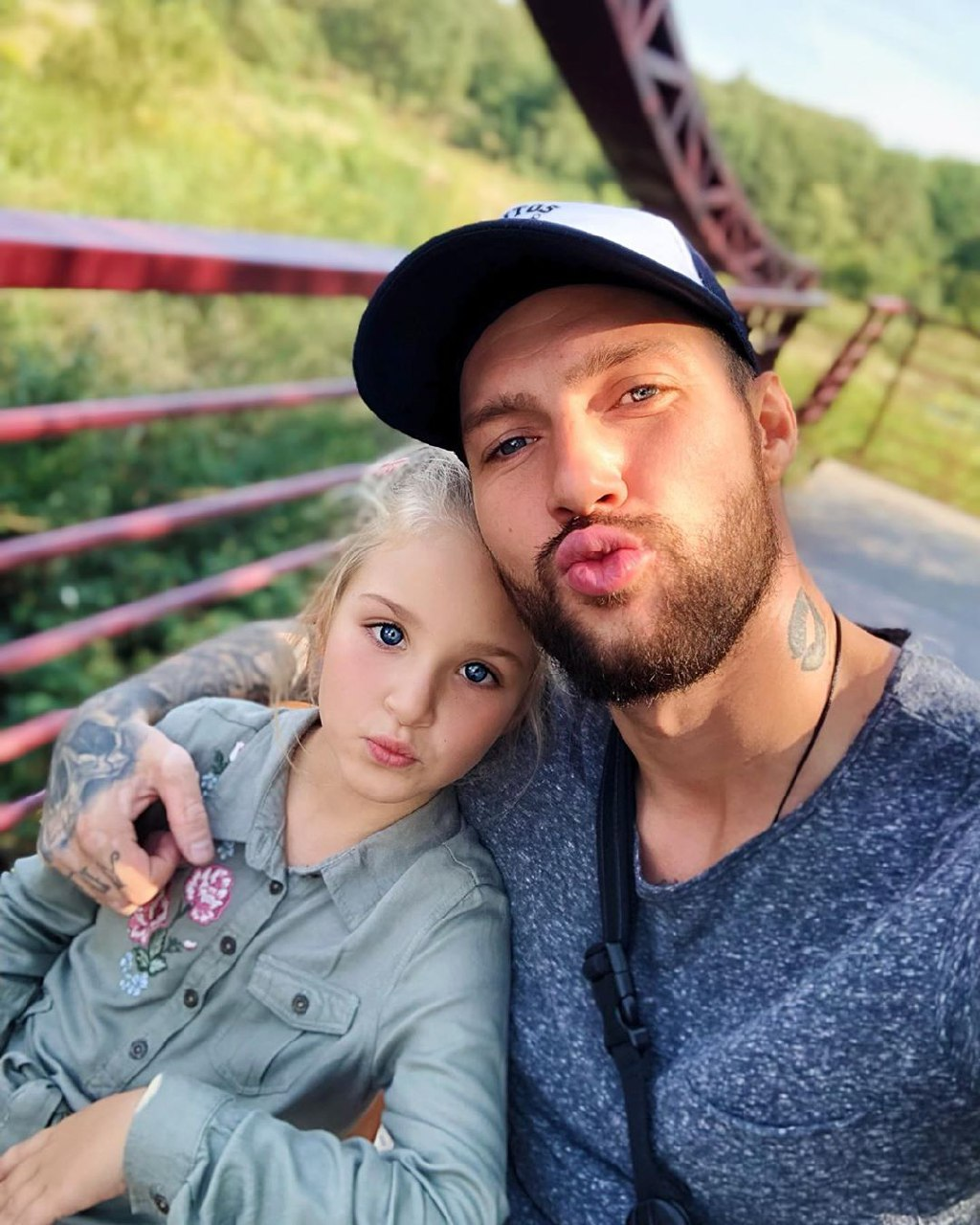 Олег Кензов рассказал о лучших поцелуях в жизни: они были без страсти