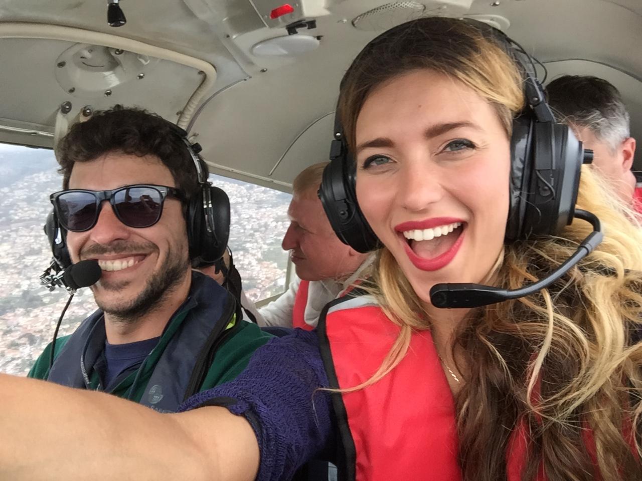 Регина Тодоренко управляет самолетом