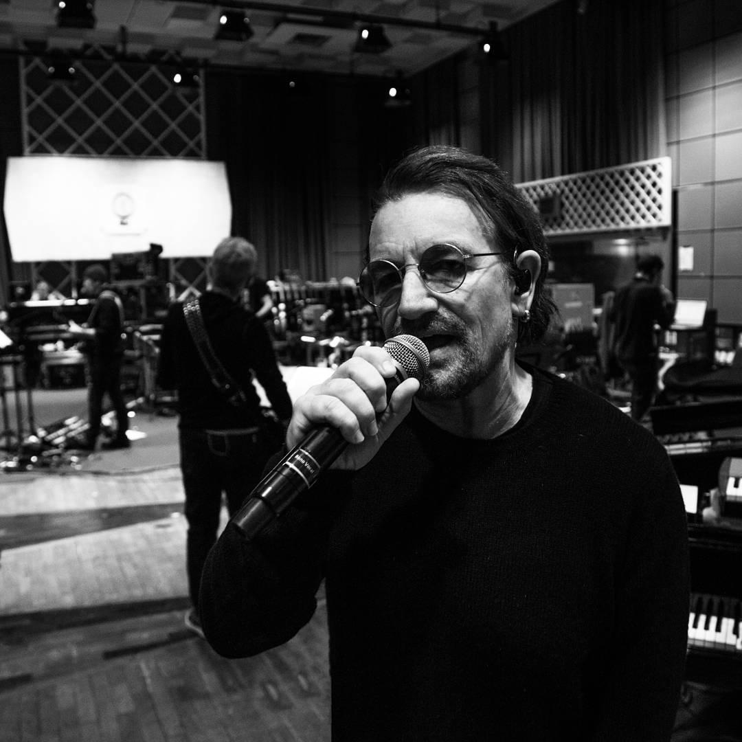 Солист U2 Боно