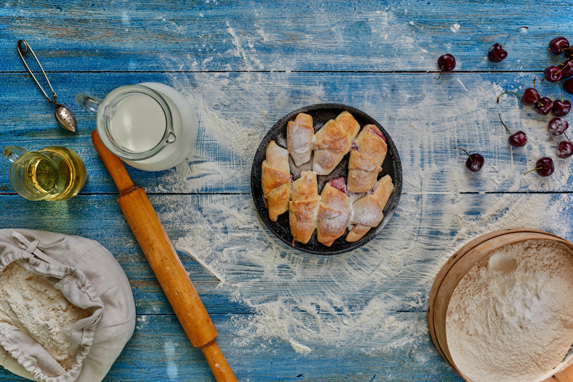Вкуснейшие рогалики с абрикосовым джемом и орехами