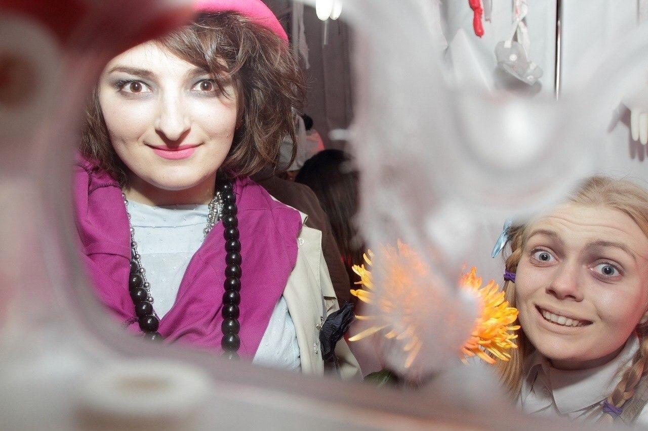 Анастасия Оруджова пользуется счастливыми духами, а Алина Гордиенко встретила дома привидение