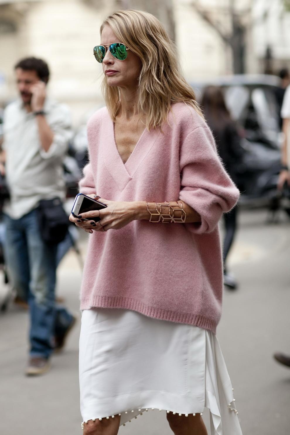 Вещи, которые сделают фигуру стройнее: свитер с V-образным вырезом