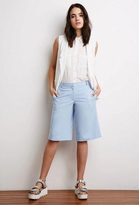 Комфортная и стильная одежда для лета - это шорты-бермуды
