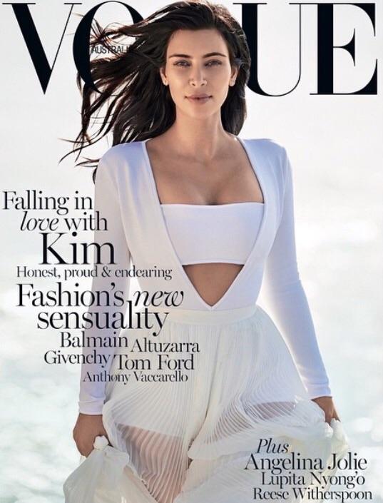 Ким Кардашян разместила своё фото 20-летней давности и удивила снимком в меховом бикини