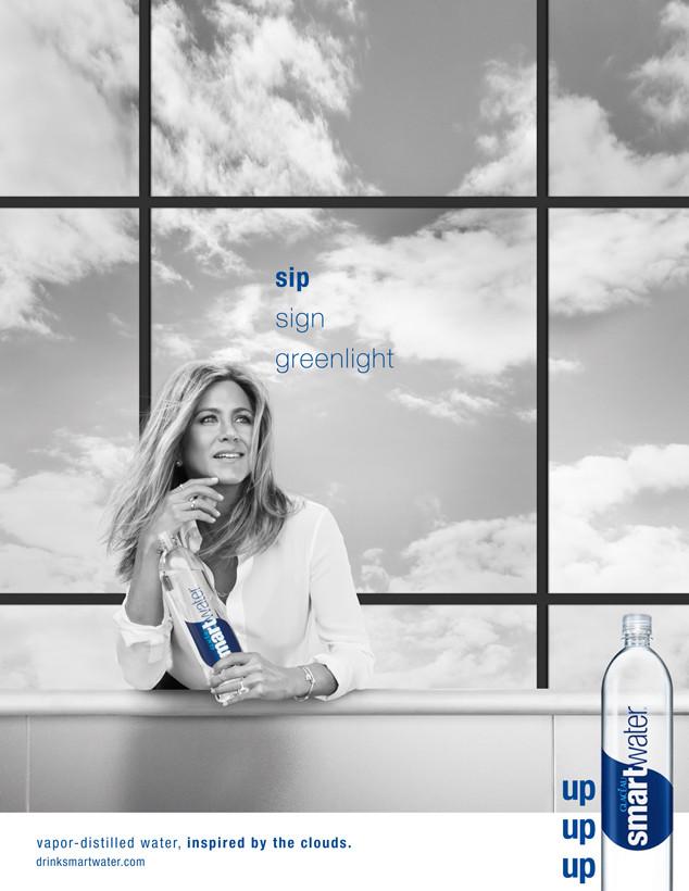 Актриса Дженнифер Энистон придерживается здорового образа жизни и рекомендует нам
