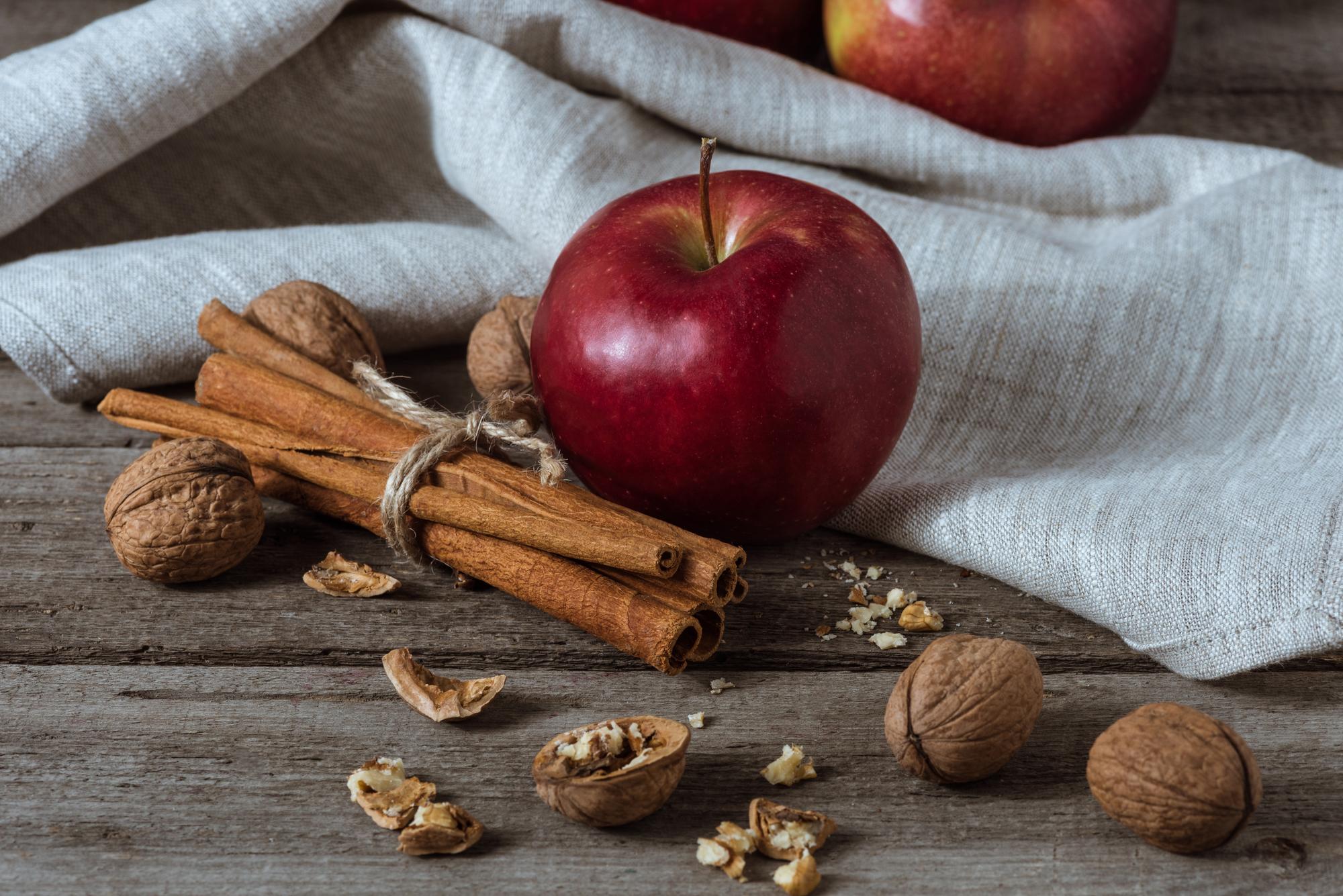 Чем полезны яблоки: ответ диетолога