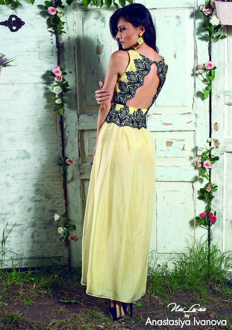 Анастасия показала на выставке кружевные платья сезона Весна-лето 2014