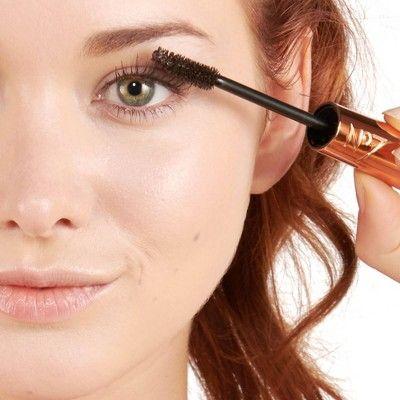 Коричневая тушь вместо черной - принцип нюдового макияжа