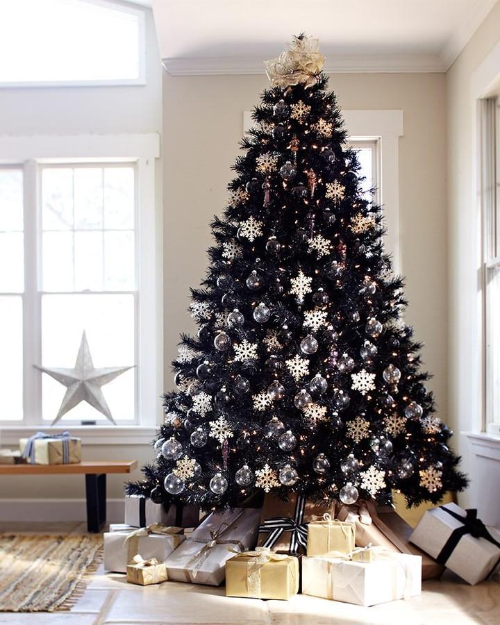 Тренд новогодних праздников 2018-2019 черная елка