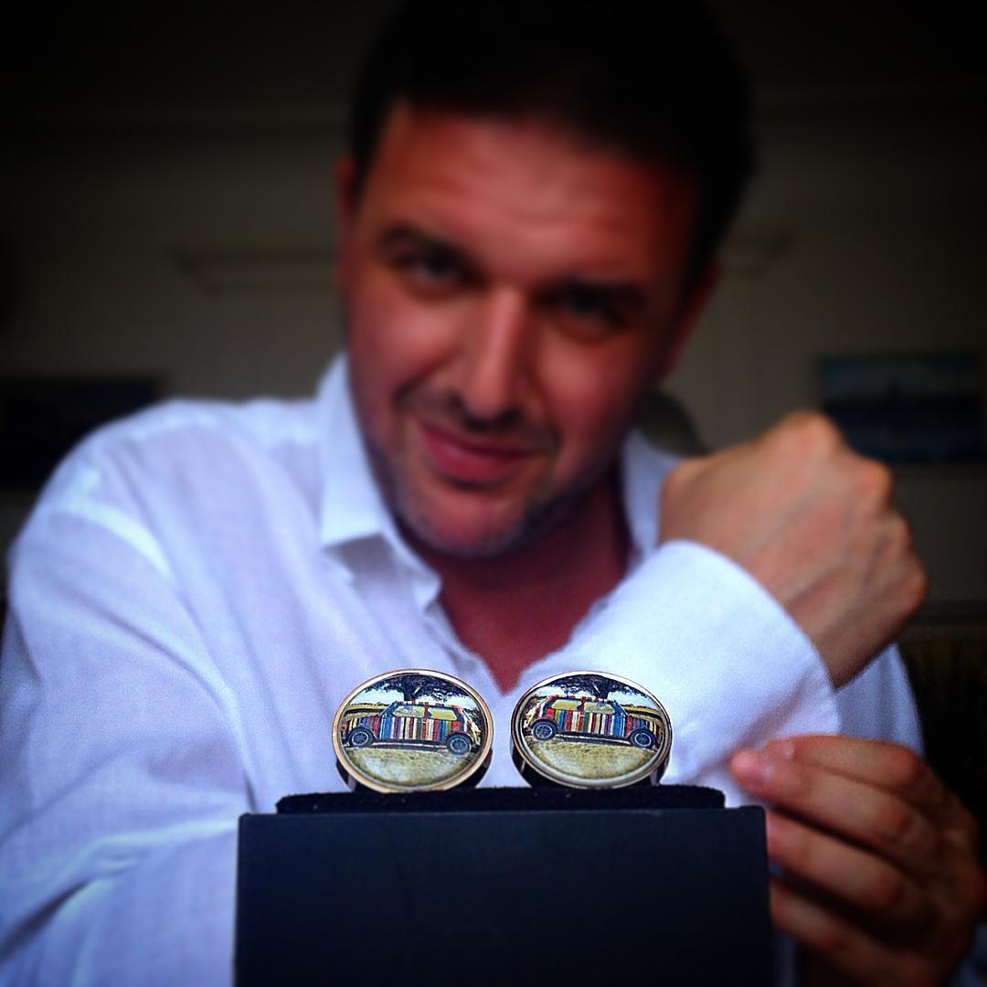 Максим Виторган выставил на аукцион свои запонки, чтобы помочь больным детям