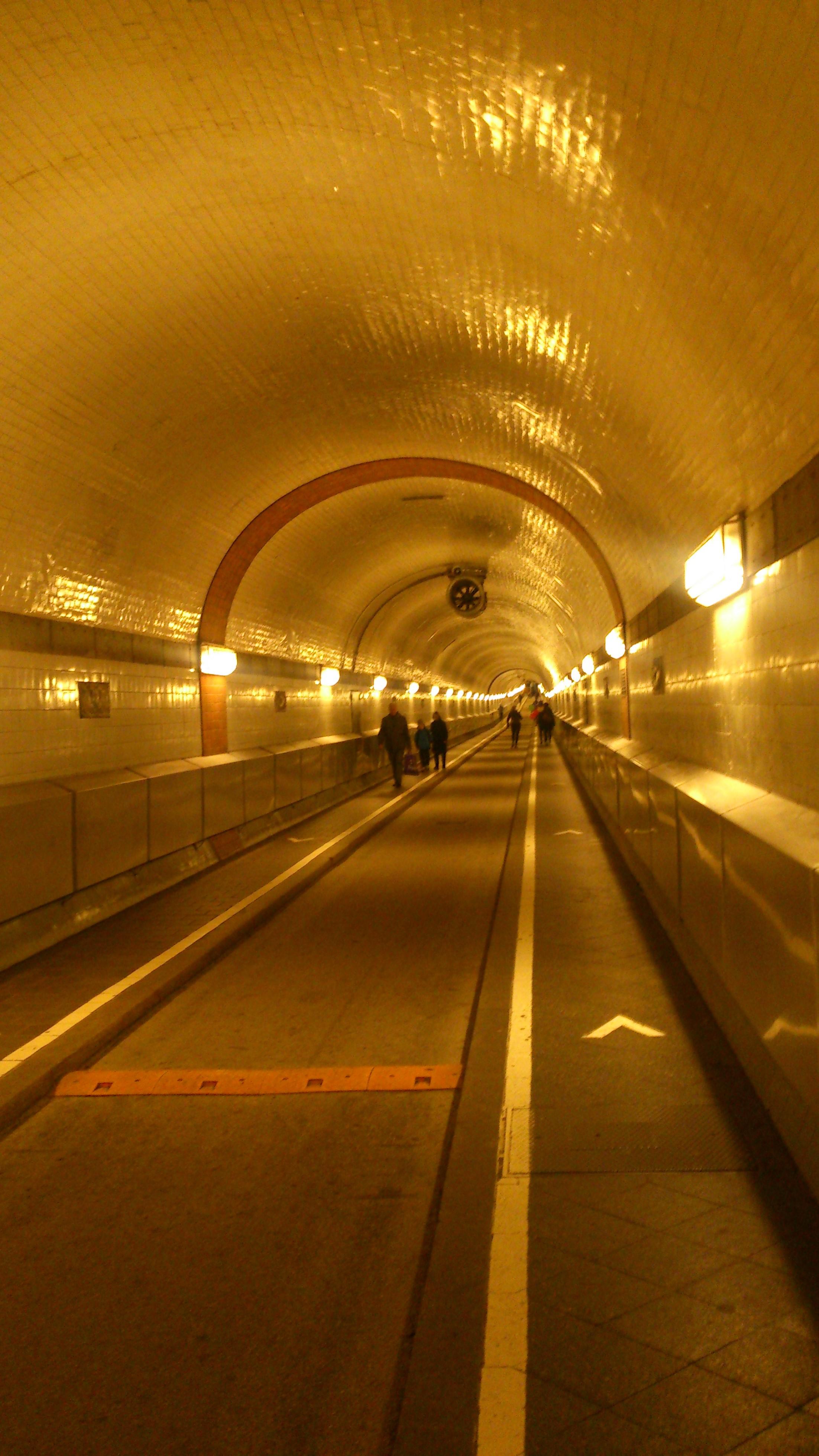 Так выглядит тоннель под Эльбой