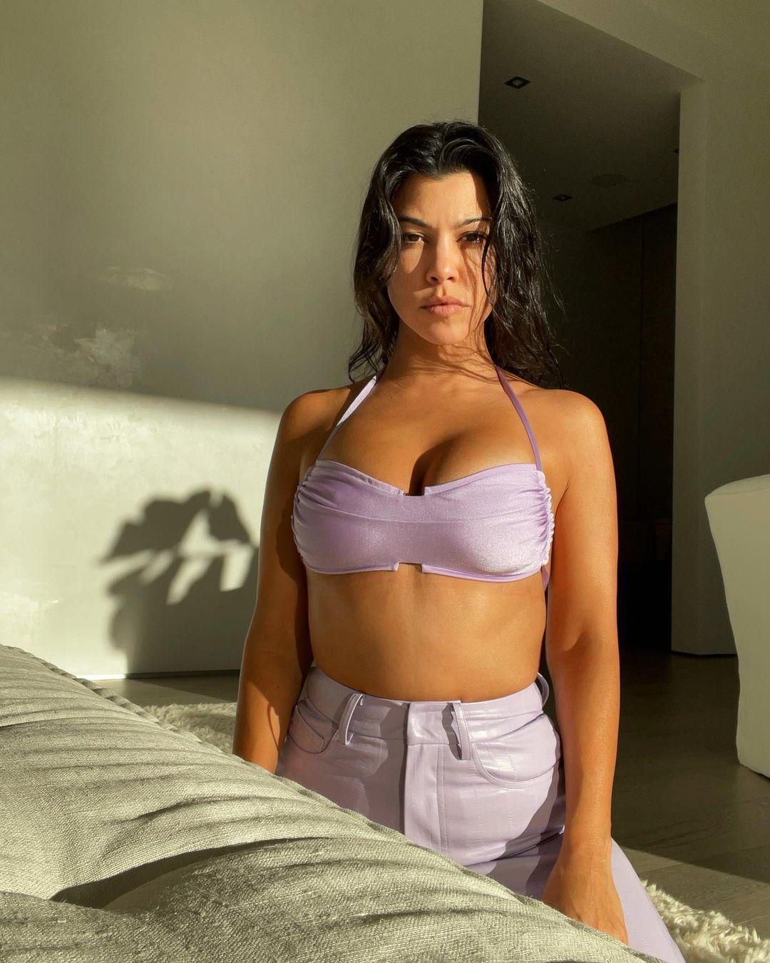 41-летняя Кортни Кардашьян похвасталась стройной фигурой в бикини