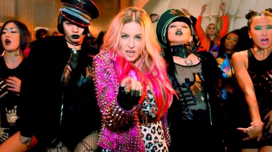 Мадонна в клипе Bitch I'm Madonna