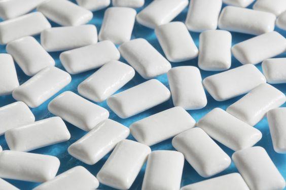 Стоматолог рассказала,  может ли жевательная резинка быть полезной