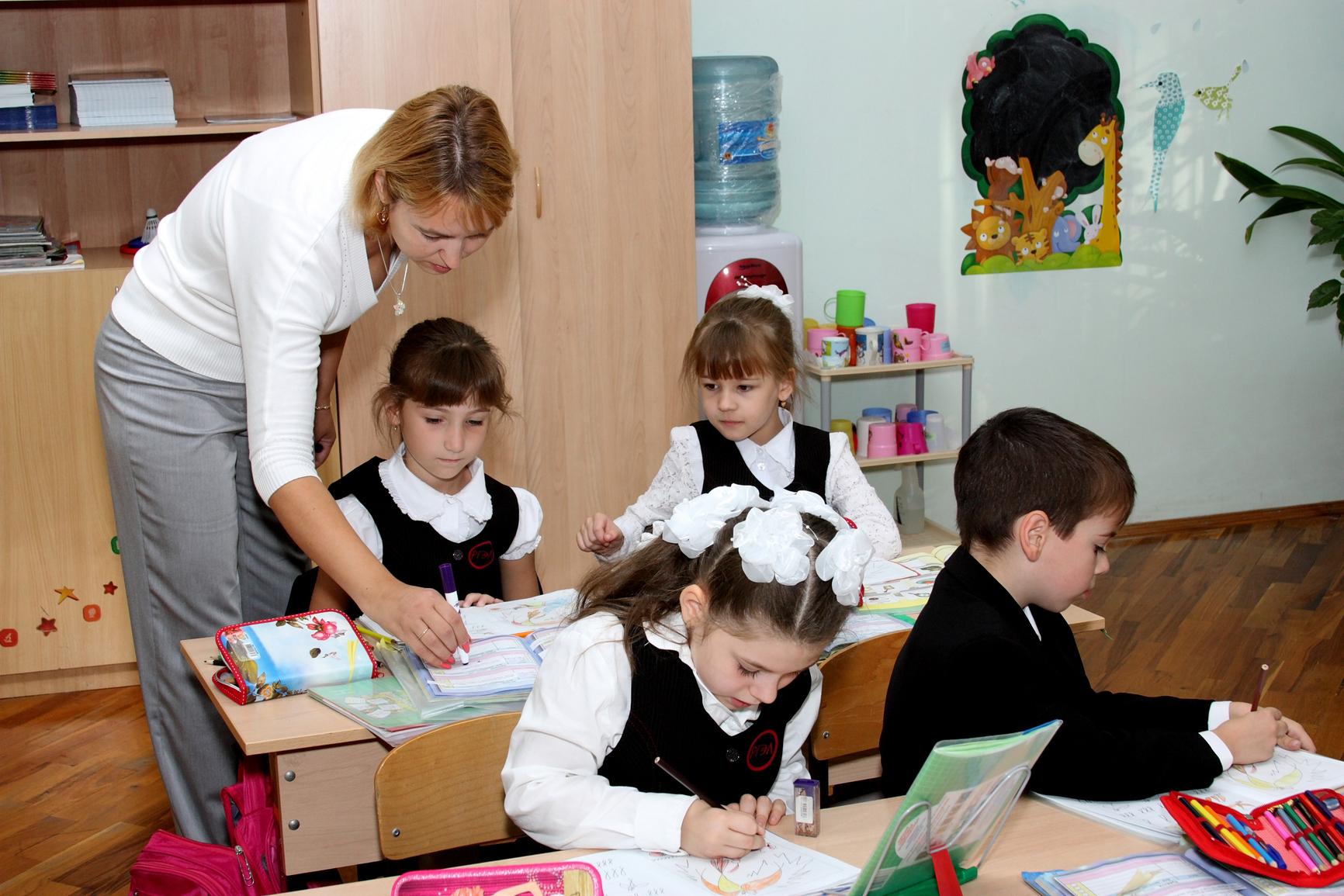 Школа фото учителей и детей