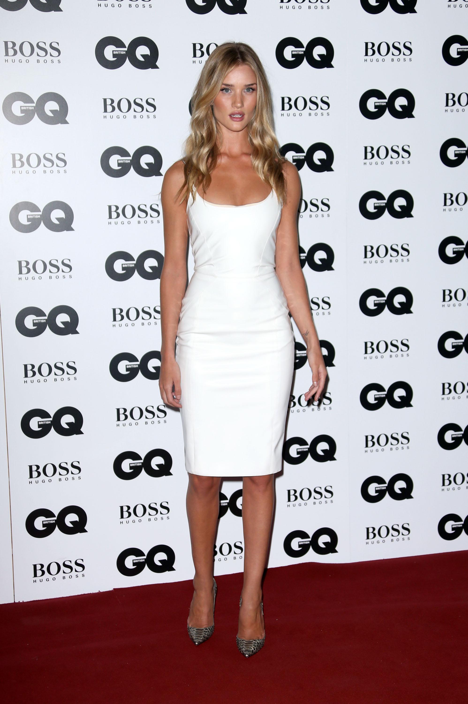 Модель Роузи Хантингтон-Уайтли в платье Versace на премии GQ Человек года в Лондоне