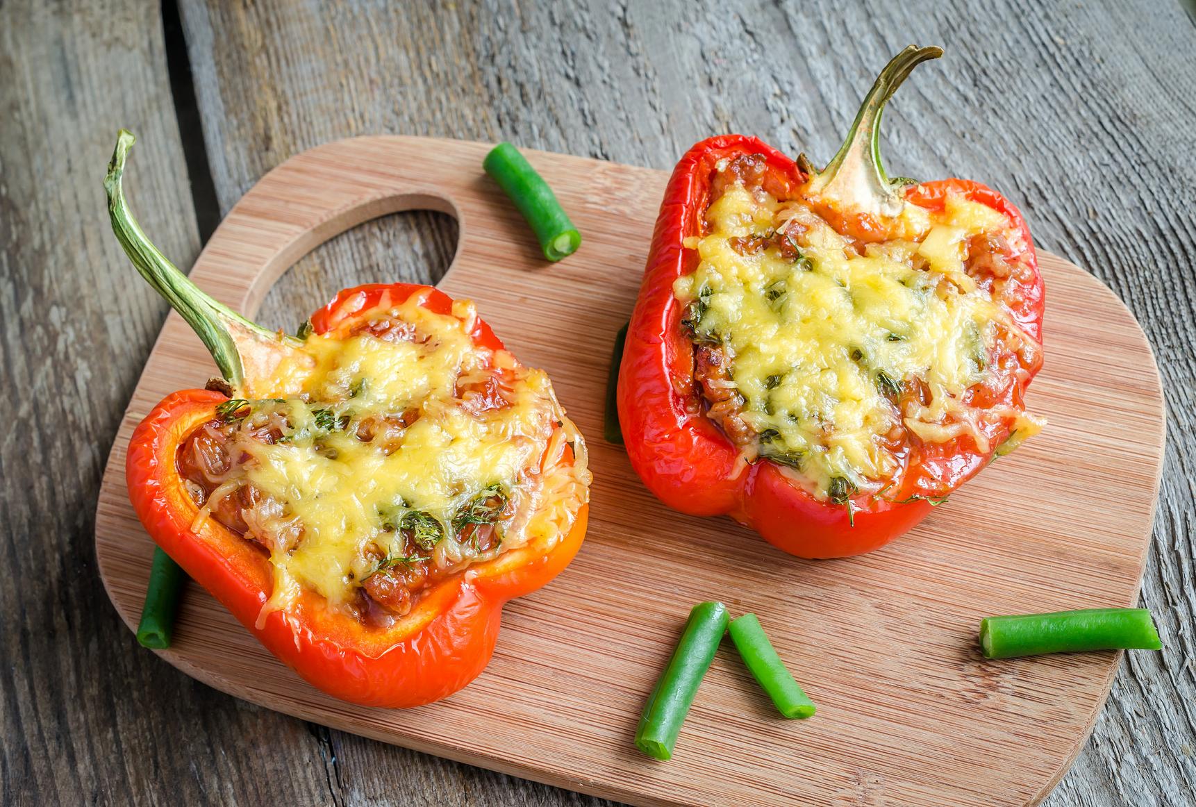 Перцы с курицей и овощами рецепт
