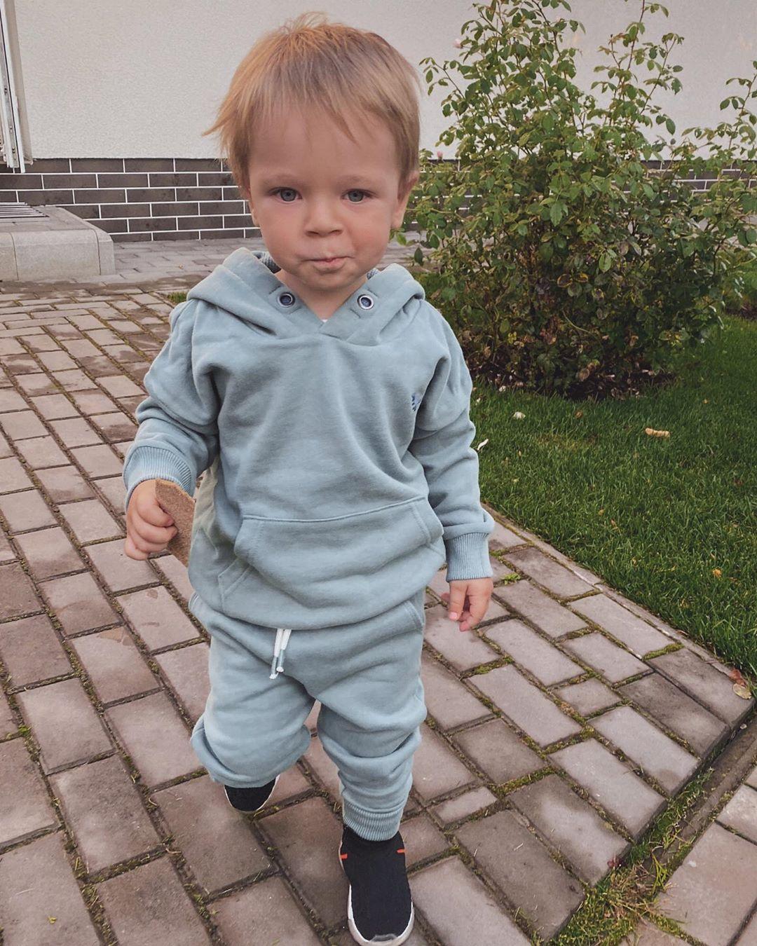 Тарабарова поделилась милыми фото с сыном