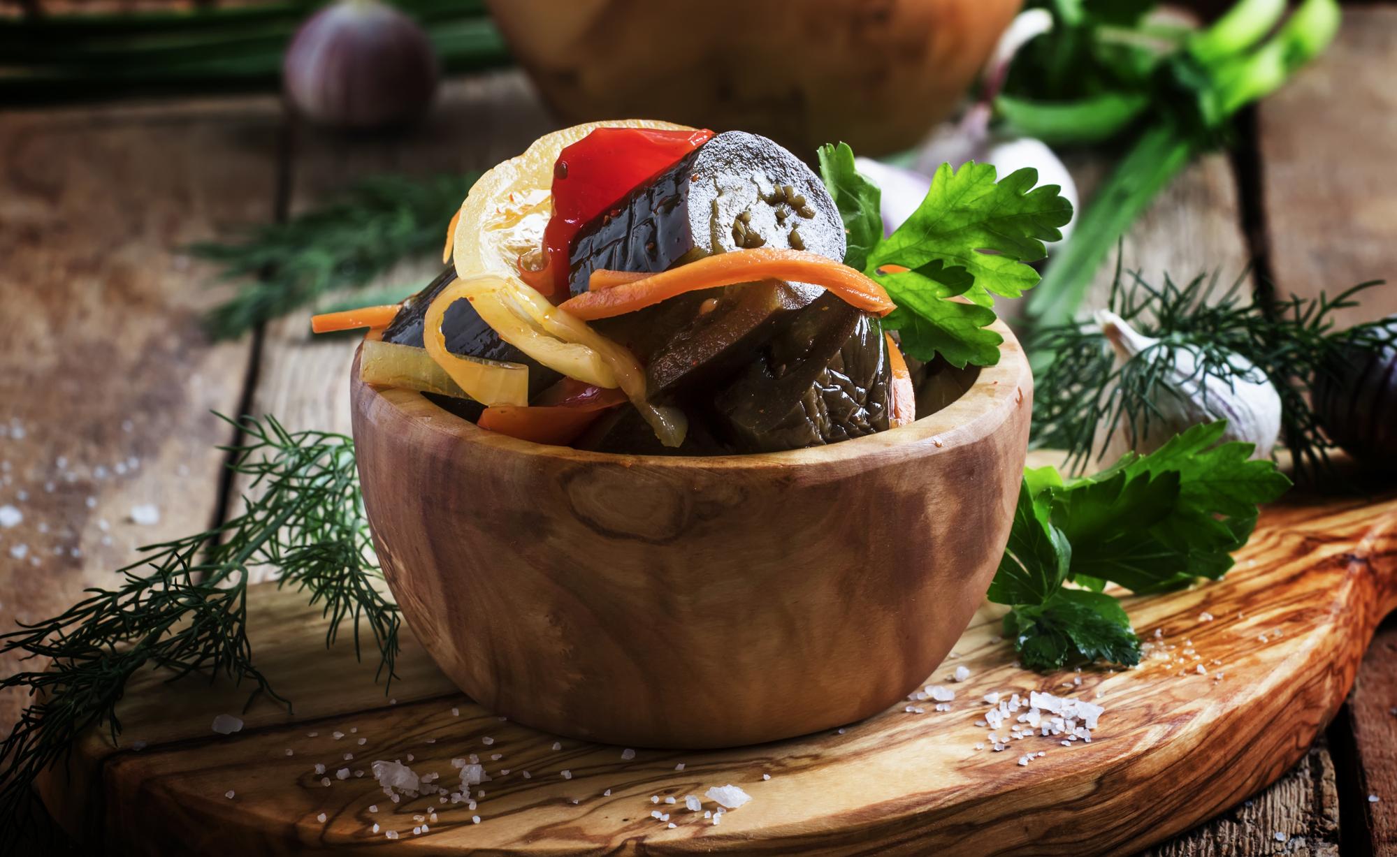 Рецепт квашеных баклажанов фаршированных морковью