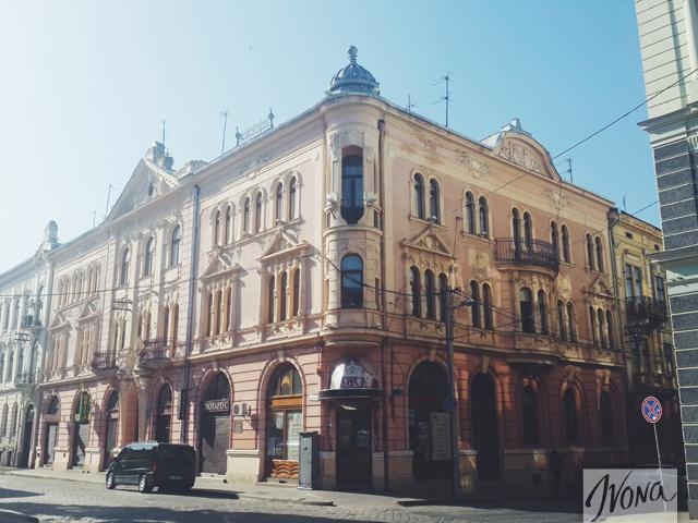 В городе каждое здание имеет свой неповторимый архитектурный стиль