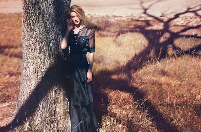 Модель Рози Хантингтон-Уайтли в фотосессии для The Edit