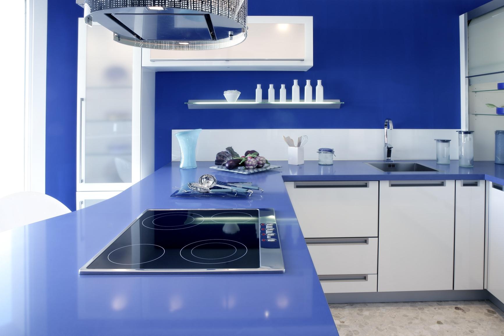 Дизайн кухни в синем тоне
