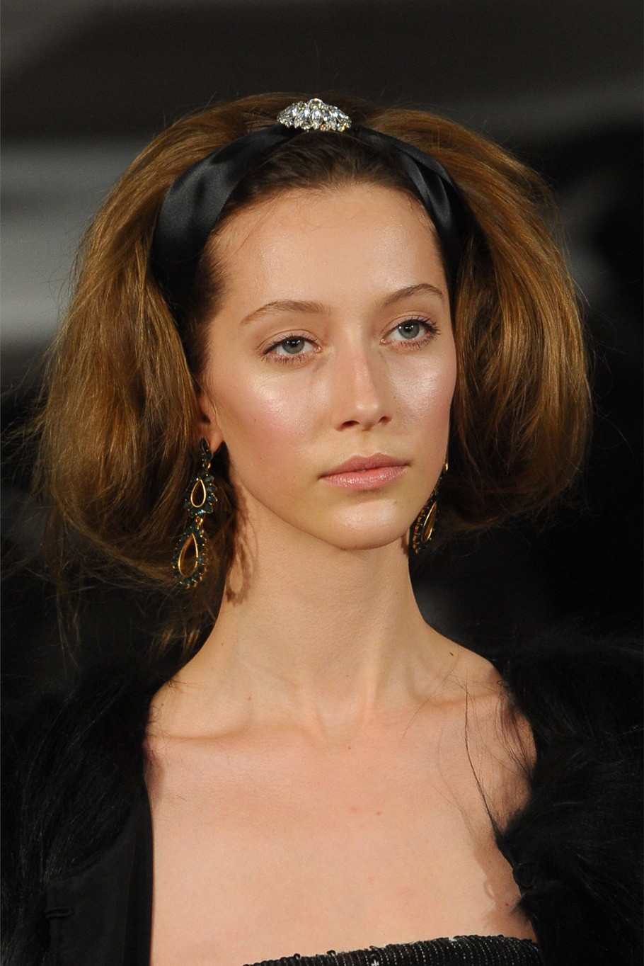 Повязка - самый модный аксессуар для волос на лето 2020
