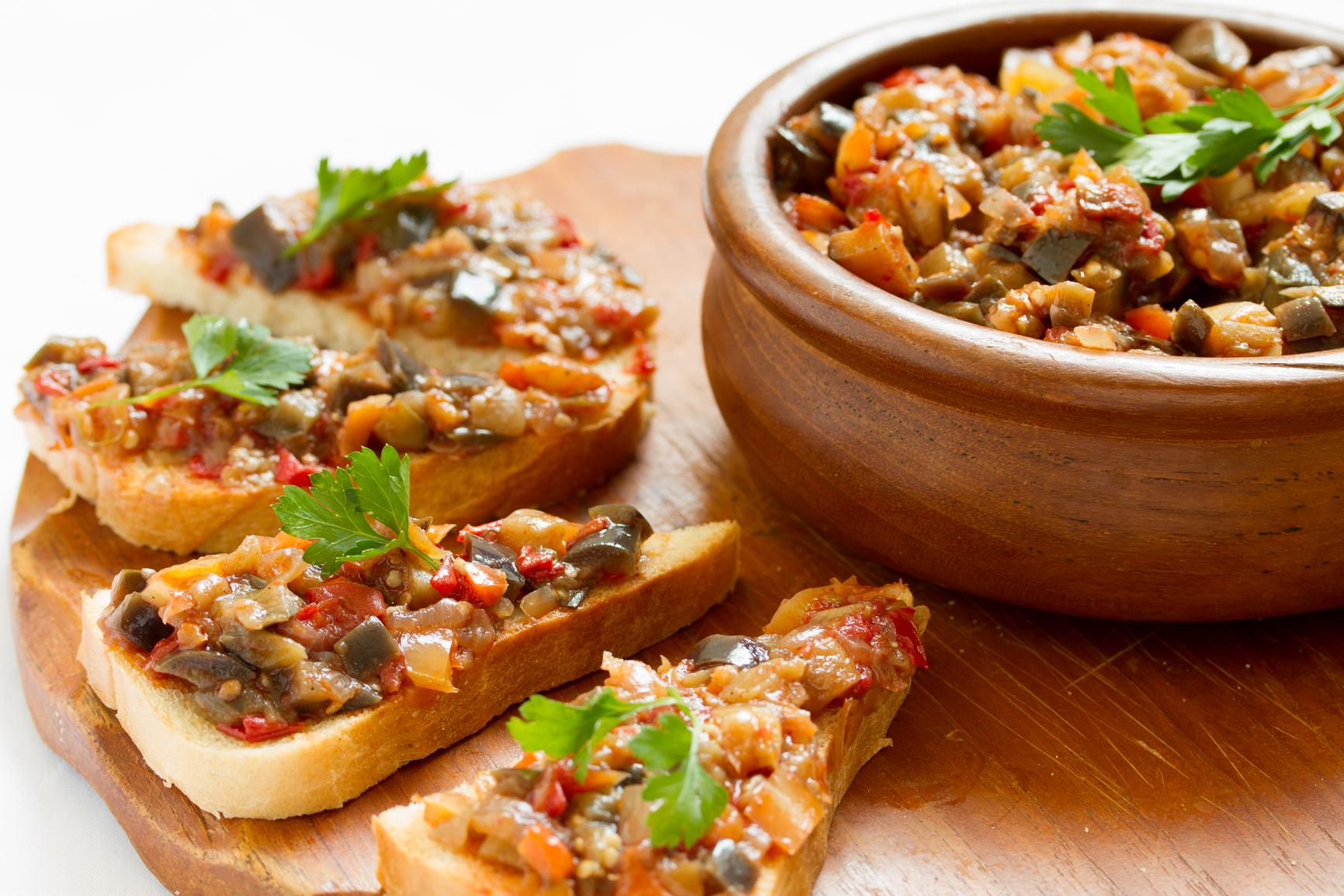 Рецепт: Салат из капусты, сладкого перца, моркови и лука ...