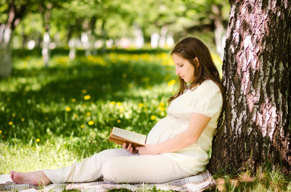 Фото беременных с книжкой