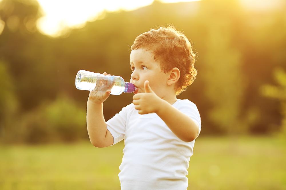 Картинки по запросу малыш пьет сок