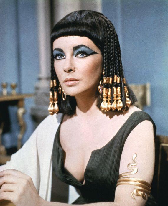 Ради роли Клеопатры актрисе Элизабет Тейлор пришлось носить парики